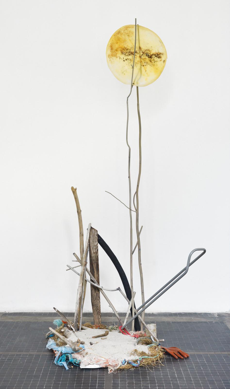 Olaf Brzeski, Handy Landscape, 2017, steel, objects found by the sea, 290 x 120 x 120 cm